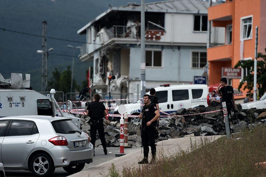 Suposto ataque suicida com bomba deixa 10 feridos / OZAN KOSE / AFP