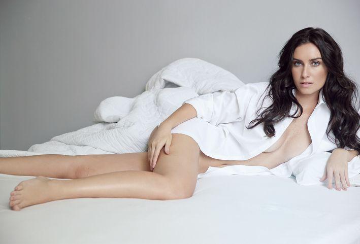 Larissa Erthal faz ensaio sensual