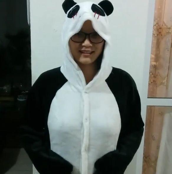 Jiang Pu aparece vestida de panda em vídeo