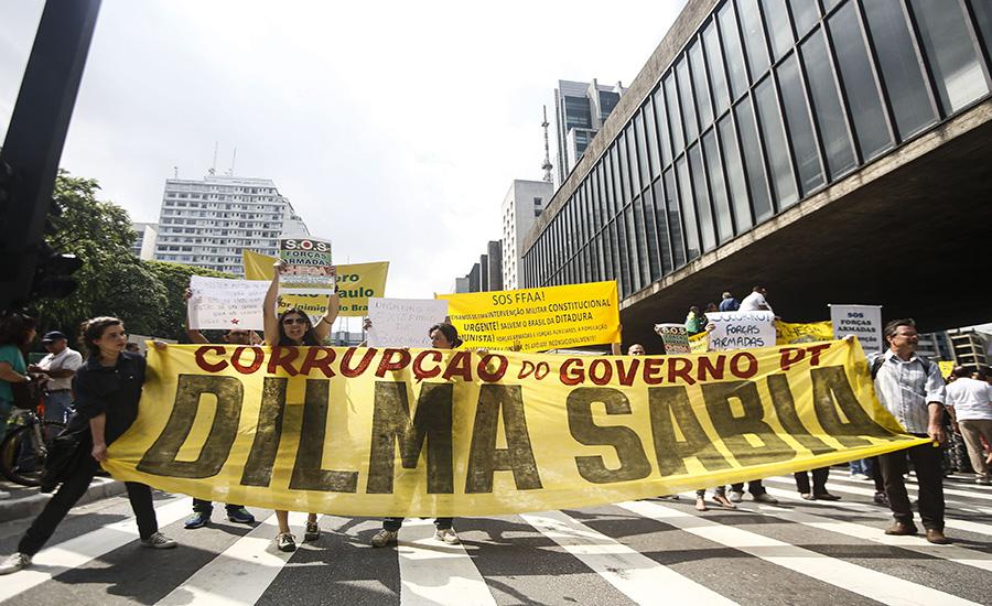 Protestantes acreditam que Dilma sabia do escândalo na Petrobras