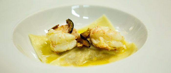 Raviolone de abóbora cabotia com manteiga de lagostim