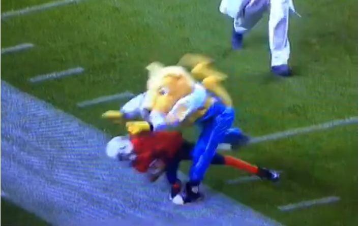 Mascote do Nuggets derruba garoto durante jogo