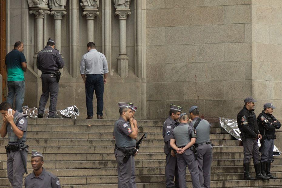 Policiais matam homem que mantinha mulher refém / Marcelo Brammer/Brazil Photo Press