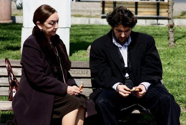 Após final da novela, Ergün Demir promete ficar na Argentina