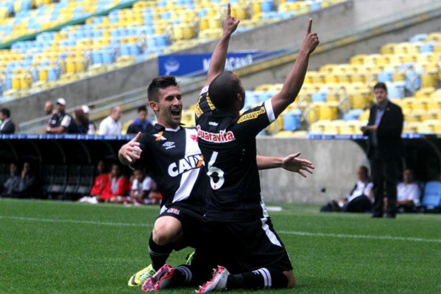 Jogadores comemoram o gol anotado por Julio Cesar - Paulo Fernandes/Vasco.com.br