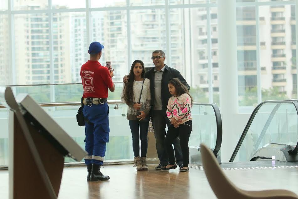 Romário curte passeio com as filhas mais novas