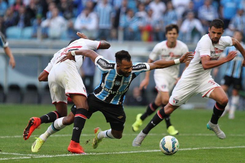 Fernandinho troca Grêmio pelo Flamengo