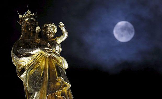 uperlua nasce no céu de Marselha, na França