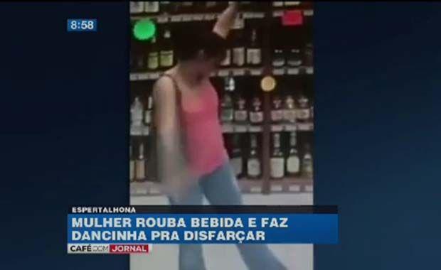 Mulher rouba bebida