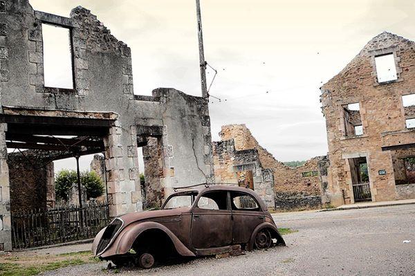 Oradour-Sur-Glane, na França, agora muito turístico, permanece igual ao que era em 1944
