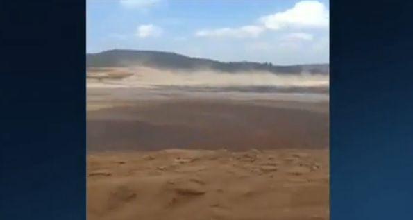 Barragem estoura e devasta cidade em Minas Gerais