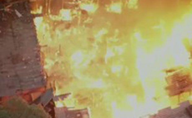 Incêndio atinge favela em SP