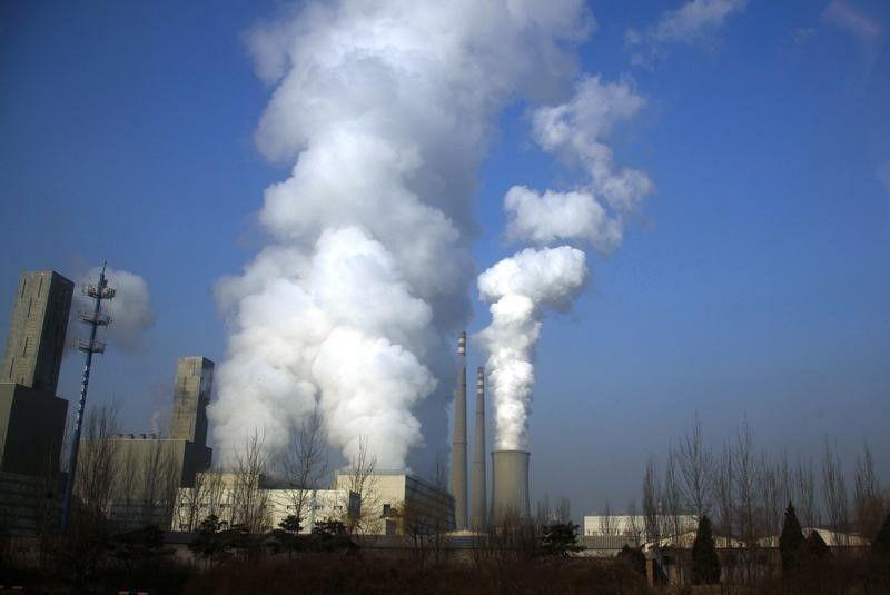 Fumaça vista em fábrica na China, um dos países com maior número de emissão de gases causadores do efeito estufa / David Gray/Reuters