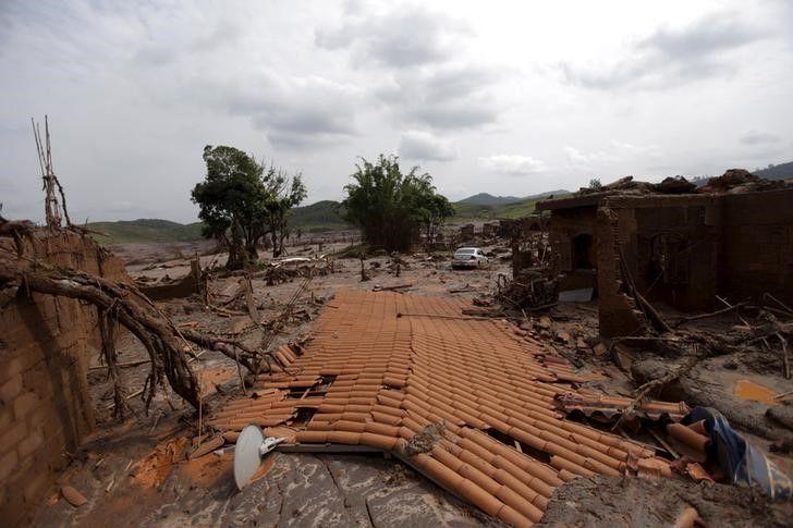 Sobe para oito o número de mortos em desastre de Mariana, diz prefeitura / Ricardo Moraes/Reuters