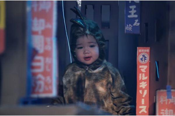 Pai fantasia filha de Godzilla
