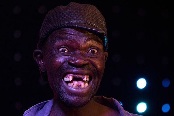 Homem é coroado o mais feio do Zimbábue