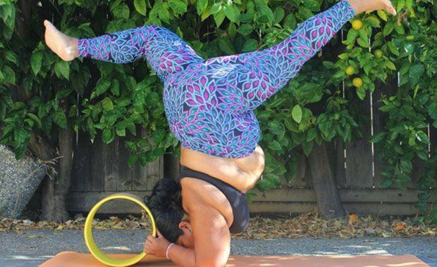 Mulher obesa mostra que Yoga é para todos
