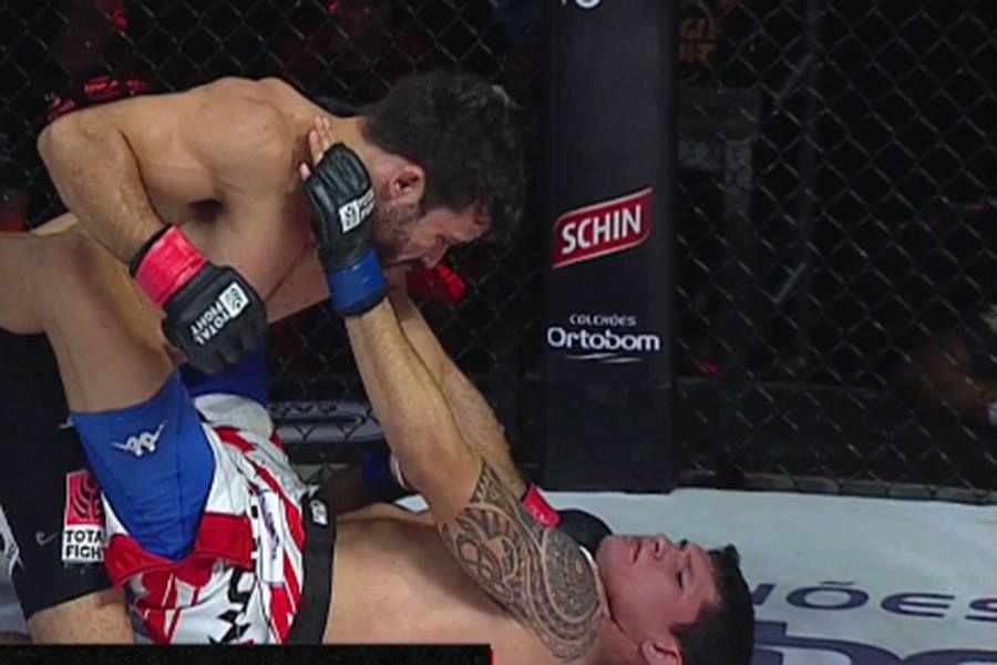 Otto Rodrigues sua, mas mantém cinturão no Jungle Fight 83