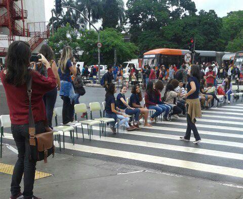 SP: protesto de estudantes fecha cruzamento na Avenida Faria Lima