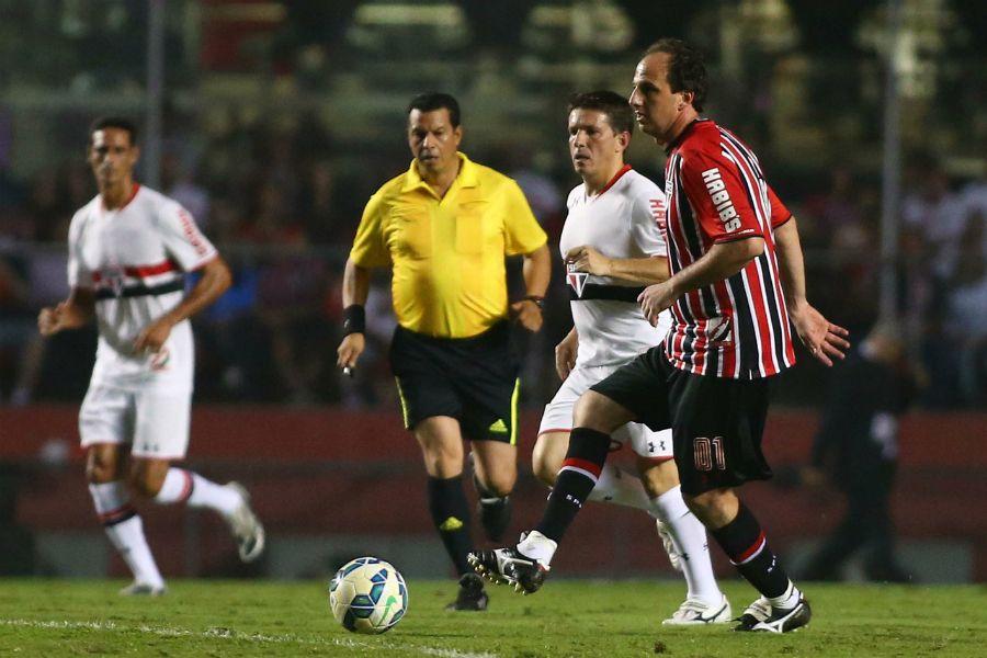 8fe0ffc2f8 Rogério Ceni atuou mais de um tempo na linha (Foto  Marcos Bezerra Futura  Press Folhapress)