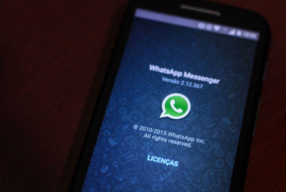 Justiça determina o bloqueio, em todo o território brasileiro, do aplicativo de mensagens instantâneas WhatsApp  / Igor do Vale/Folhapress