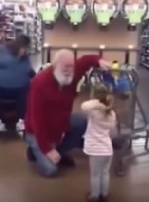 Menina confunde idoso com Papai Noel nos EUA
