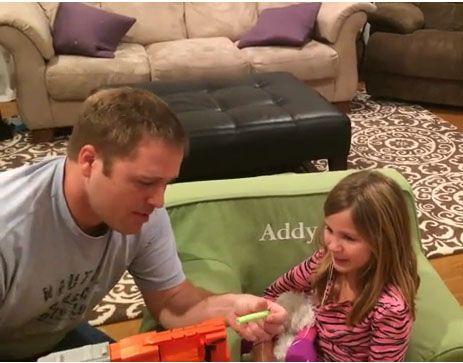 Pai acha forma inusitada para arrancar dente de filha
