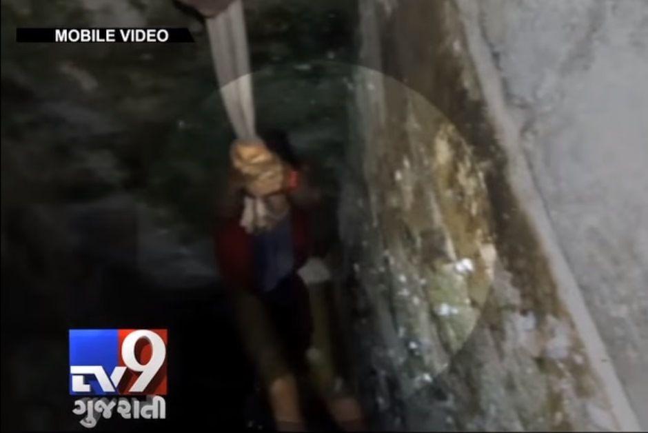 Turista escorrega e cai em fosso na Índia quando tirava selfie