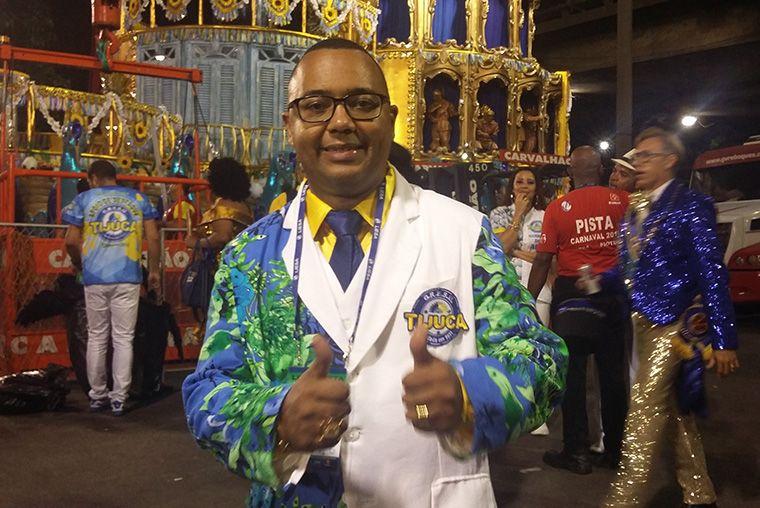 Vencer samba-enredo não sai por menos de R$ 60 mil, diz Dudu Nobre