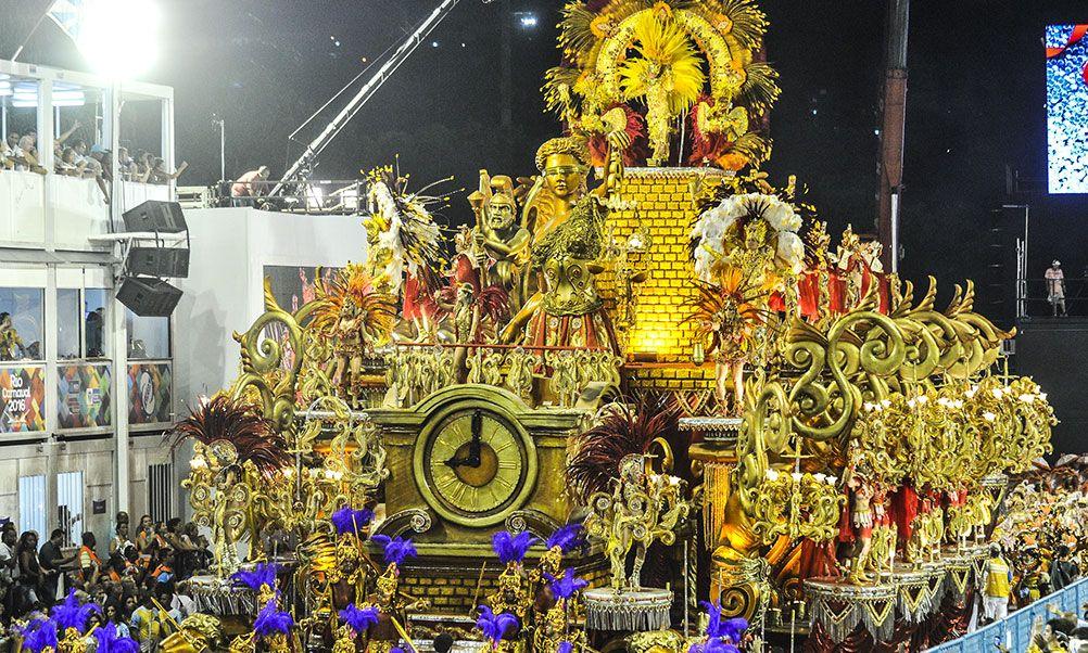 Beija-Flor e Tijuca sobram em dia de desfiles irregulares