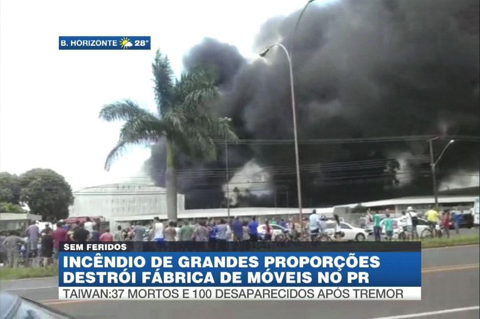Incêndio atinge fábrica de móveis no Paraná