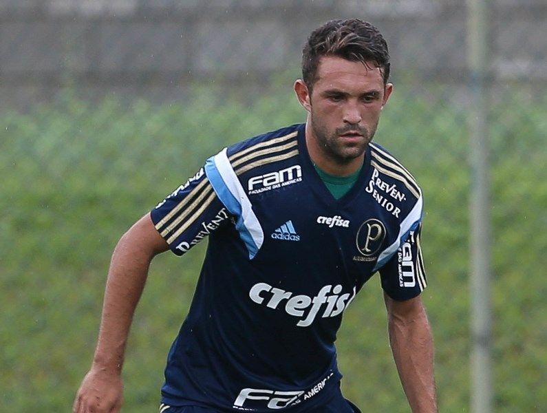 Dupla Gre-Nal tem interesse em Allione, do Palmeiras