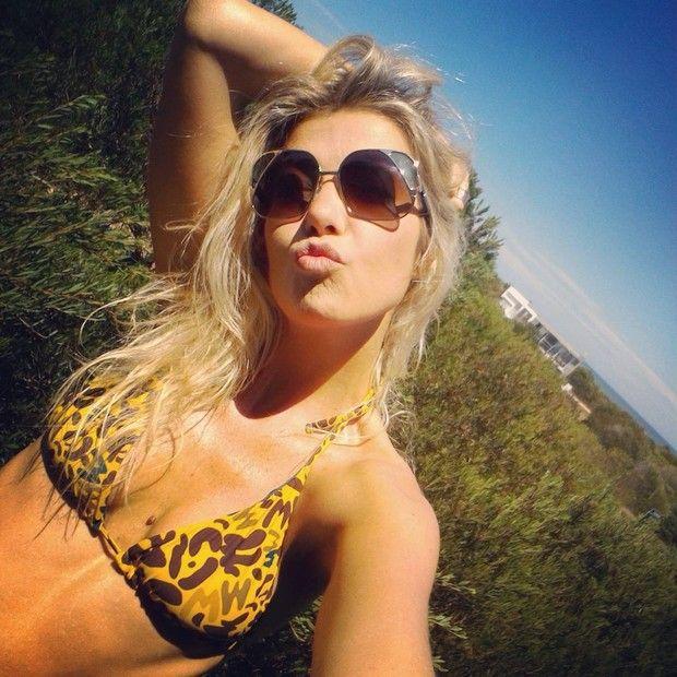 Luiza Possi saúda fãs com clique ensolarado
