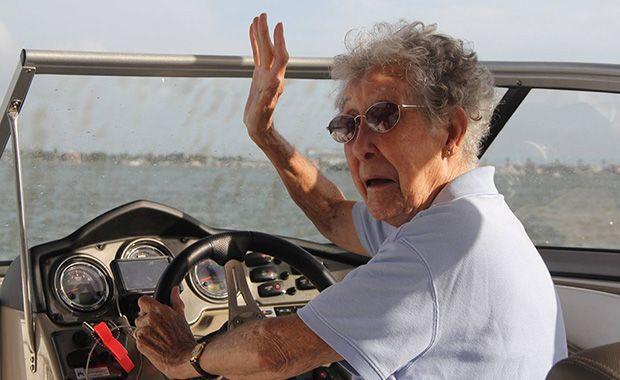 Idosa de 90 anos recusa tratamento contra câncer e decide fazer viagem pelos EUA