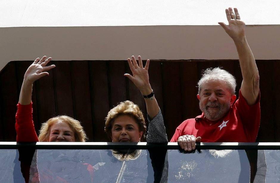 Dilma e Lula podem voltar a trabalhar juntos; atual presidente foi ministra durante a gestão do colega de partido / Reuters