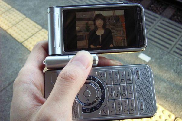 Com funções diferenciadas, como TV, internet e câmera, os celulares chegaram a todos os brasileiros