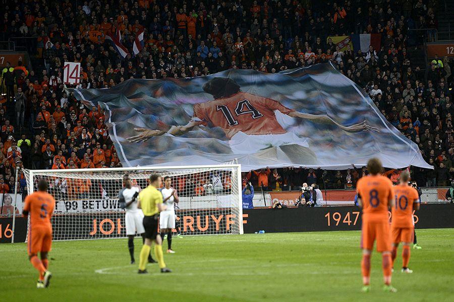Holanda perde para a França em jogo com homenagens a Cruyff