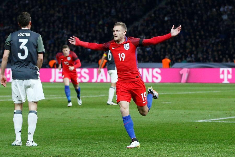 Sensação faz golaço e Inglaterra vira sobre a Alemanha