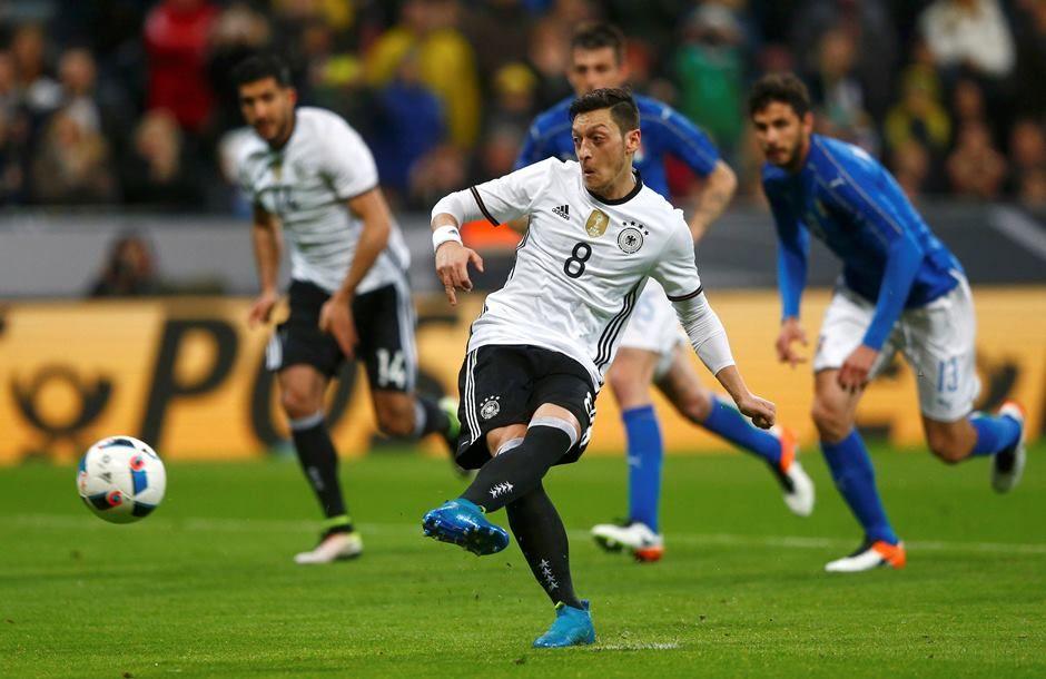 Sem dificuldades, Alemanha passa pela Itália e encerra jejum