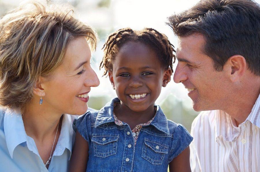 Uma das finalidades do projeto é dar visibilidade a crianças e adolescentes que não possuem o perfil procurado pela maior parte das pessoas / Reprodução