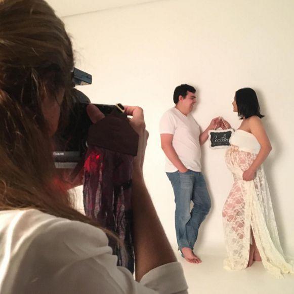 Jiang Pu faz ensaio de fotos ao lado do marido