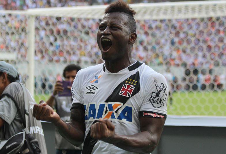 Flamengo faz sondagem por Riascos, do Vasco