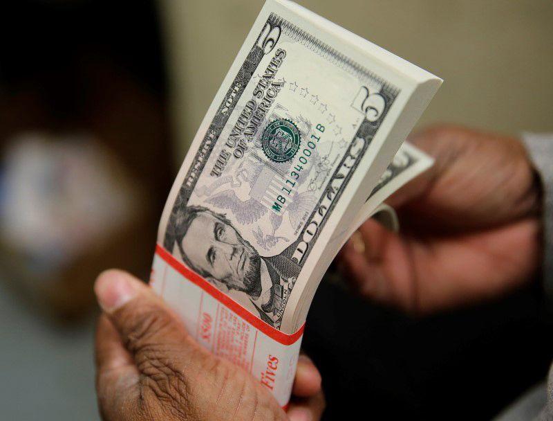 Dólar cai 1,64%, a R$3,44 e menor patamar em 9 meses