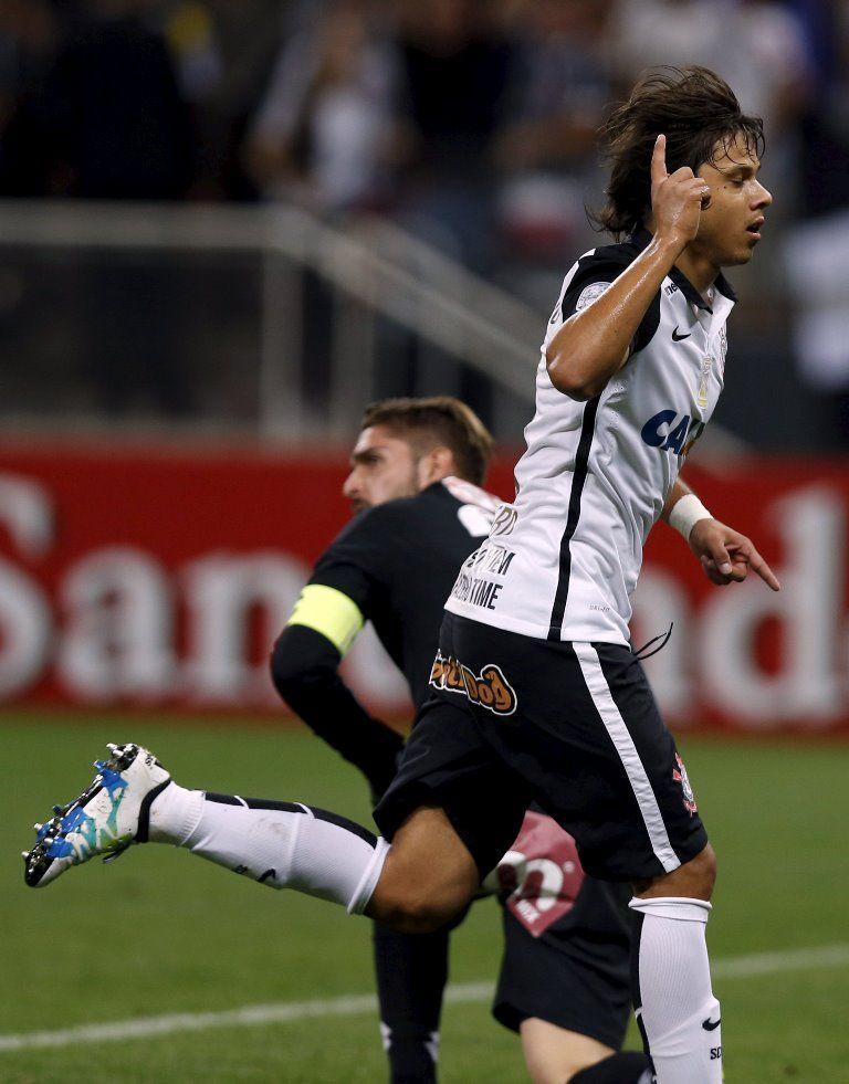 Romero vibra por ter evitado duelo com irmão na Libertadores