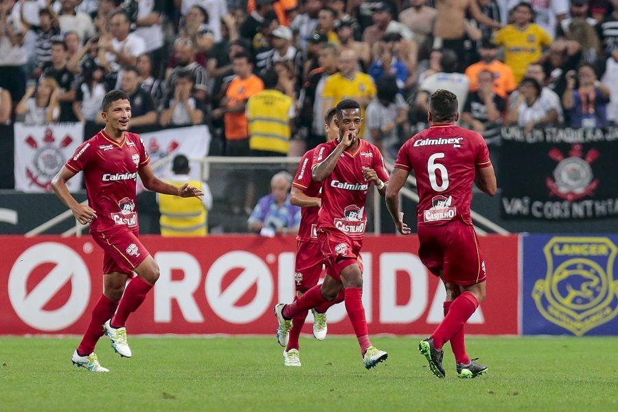Elia Júnior: Camacho e Bruno Paulo serão do Corinthians