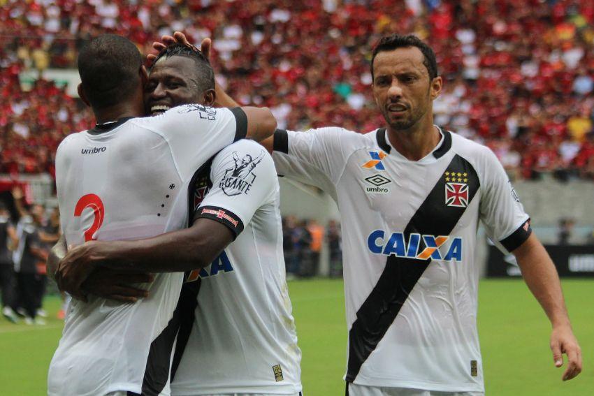 Vasco aumenta freguesia, derrota o Flamengo e vai à final