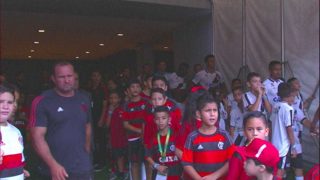 Com crianças em campo, Vasco e Botafogo planejam cutucada no Fla