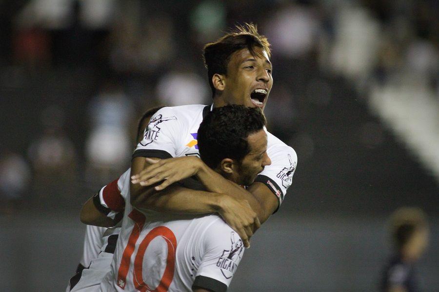 Vasco bate Remo e avança na Copa do Brasil