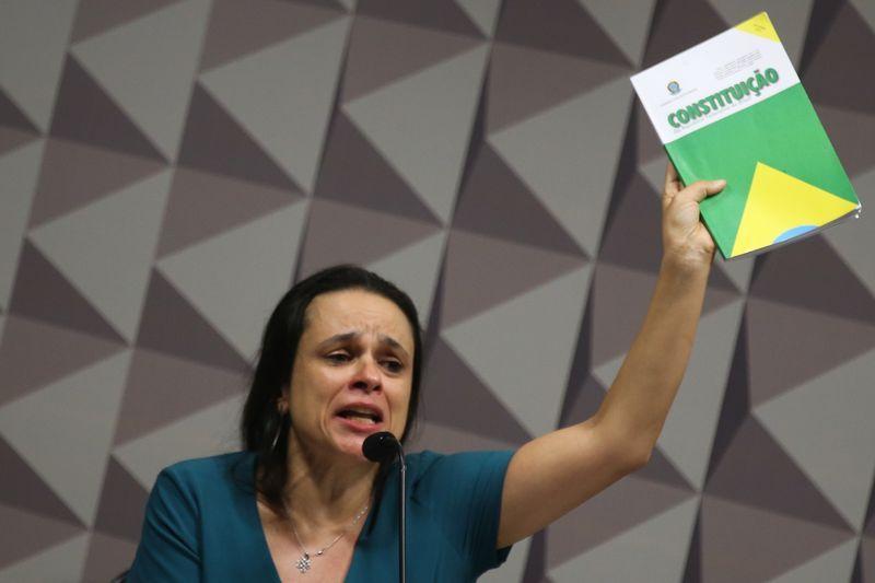 Janaína Paschoal pede que senadores considerem denúncias de corrupção