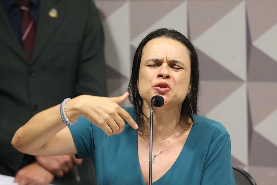 Janaína é enganada e apoia impeachment de Temer